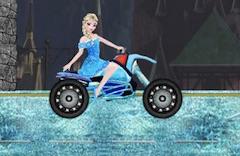 Elsa cu Motocicleta la Castel