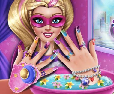 Manichiura pentru Super Barbie